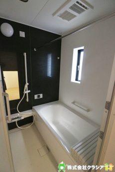 バスルーム内のカビの発生を抑制する換気機能、雨の日の洗濯物の乾燥、冬の寒い時期のヒートショックを防止する暖房機能付きユニットバスです(2019年5月撮影)
