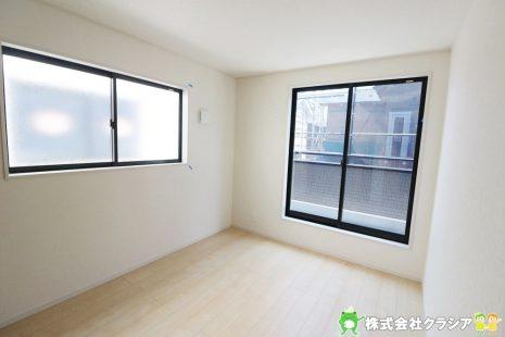 2階南側6帖の洋室です。シンプルな室内はインテリアのアレンジでお部屋の印象が変わりますね(2019年5月撮影)