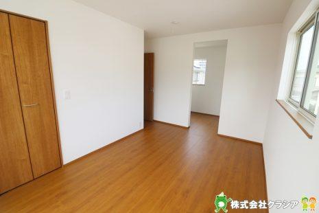 2階7.25帖の主寝室です。ゆとりのある寝室は一日の疲れを癒してくれますね(2019年8月撮影)
