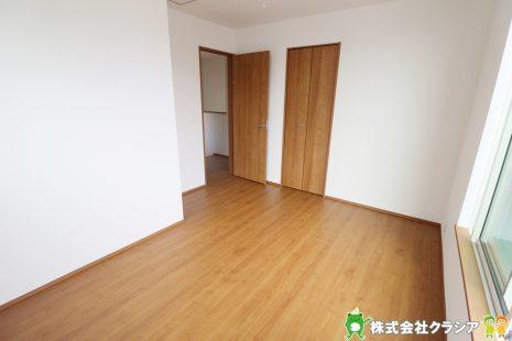 2階6.28帖の洋室です。自分好みの空間にコーディネートできるシンプルな室内です(2019年8月撮影)