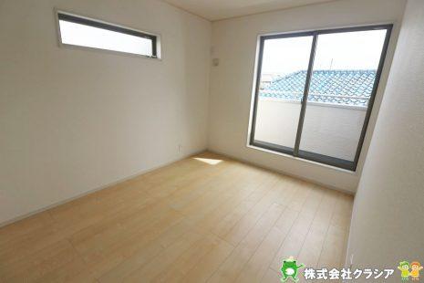 2階の端に位置した6帖の洋室です。家族1人1人の安らぎの空間。自分の好みで飾れるようシンプルな室内になっています(2019年9月撮影)