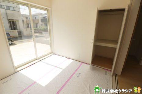 4.5帖の和室です。畳は音を吸い込んでくれるので防音効果があります。元気なお子さまの遊び場所として最適な空間ですね(2019年9月撮影)
