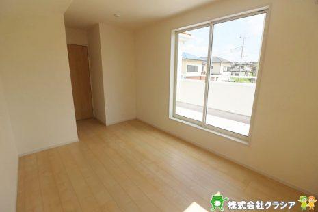 2階7帖の洋室です。飾りすぎない室内は、快適に過ごせる空間を自分自身で創り出すことできますね(2019年9月撮影)