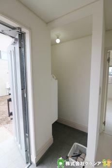 玄関にはSICがあります。玄関は「お家の顔」ですのですっきり見せたいですね。ベビーカーやゴルフバッグなどを収納するのに便利ですよ(2019年9月撮影)