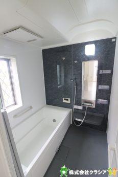 浴室は1坪タイプのユニットバスです。1日の疲れを癒すゆったりとした時間が過ごせます(2019年9月撮影)