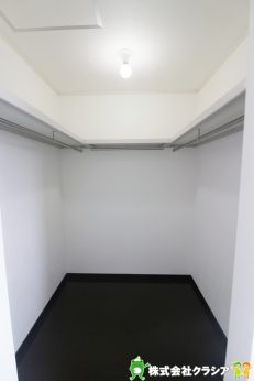 ゆったりとした収納スペースは、季節もののお洋服や大切なアクセサリーなどをしまうのに重宝しますよ(2019年9月撮影)