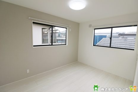 2階東側洋室です。シンプルな室内はインテリアのアレンジでお部屋の印象が変わりますね(2020年1月撮影)