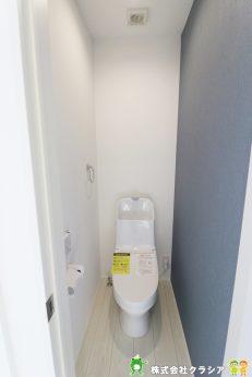 天井の高さがしっかりとれているので圧迫感のない1階トイレです(2020年1月撮影)
