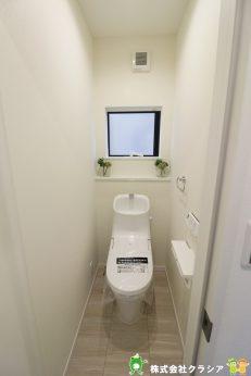 1階トイレです。快適な温水清浄便座付。いつも使うトイレだからこそ、こだわりたいポイントです(2020年2月撮影)