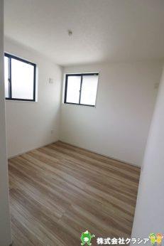 2階5.2帖の洋室です。楽しい時間を過ごしたあとは自分だけの時間。落ち着いた空間でリラックスタイムが満喫できます(2020年9月撮影)
