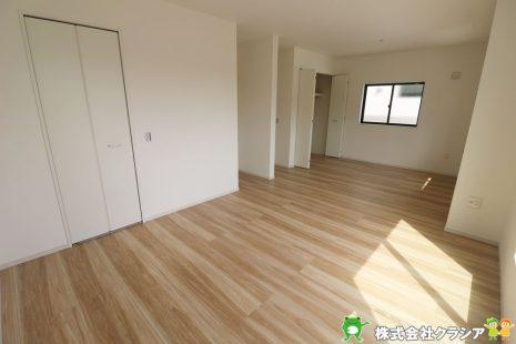 2階12.7帖の洋室です。将来のライフスタイルに合わせて2部屋にアレンジ可能です(2020年9月撮影)