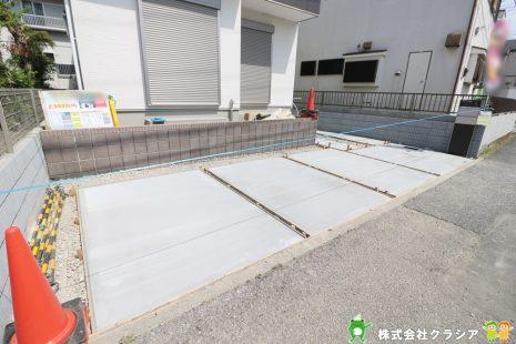 カースペースは2台駐車が可能です。自転車やバイクなども置けますよ(2021年4月撮影)