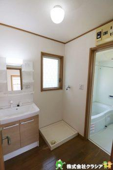 気持ちのいい朝をつくりだしてくれる洗面室はシンプルなデザインで仕上げられています(2021年4月撮影)
