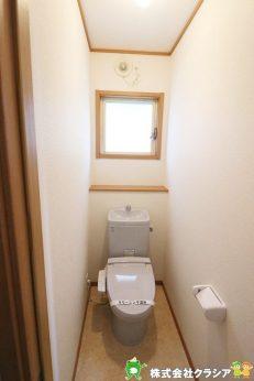 1階トイレです。快適な温水清浄便座付。いつも使うトイレだからこそ、こだわりたいポイントです(2021年4月撮影)