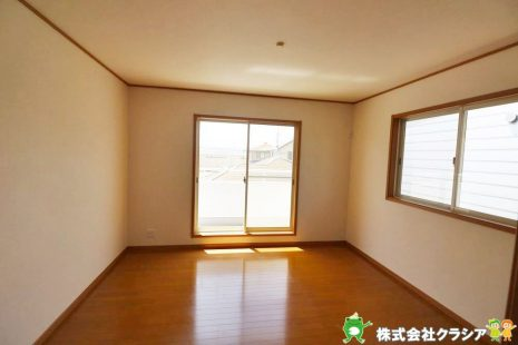 南側8帖の洋室です。家族それぞれが安らげるプライベートルームです(2021年4月撮影)